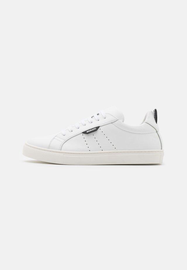 SPIKE - Sneakersy niskie - white