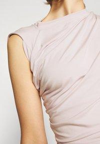 Vivienne Westwood - HEBO - Basic T-shirt - dusty pink - 5