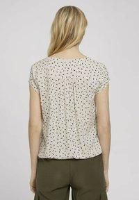 TOM TAILOR - WITH FEMININE NECKLINE - Bluser - beige geometrical design - 2