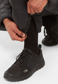 The North Face - M NUPTSE BIB - Pantalones - tnf black - 2