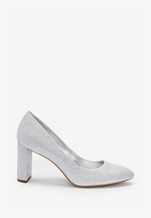 ALMOND TOE HALF MOON HEEL COURT - Escarpins - silver