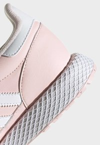 adidas Originals - FOREST GROVE SHOES - Sneakersy niskie - pink - 6