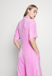 Monki - SAMMI - Jumpsuit - pink - 4