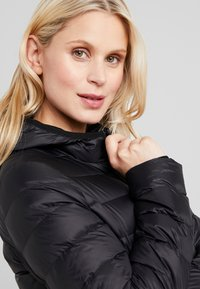 Zalando Essentials Maternity - Dunjakke - black - 3