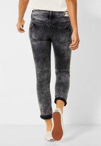 Street One - GRAUE  - Slim fit jeans - schwarz - 2