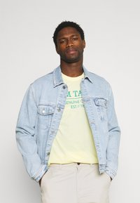 TOM TAILOR - Print T-shirt - pale straw yellow - 3
