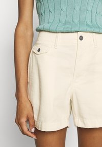 Polo Ralph Lauren - SLIM SHORT - Shorts - warm white - 3
