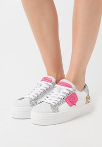 CHIARA FERRAGNI - NAME PATCH - Zapatillas - white - 0