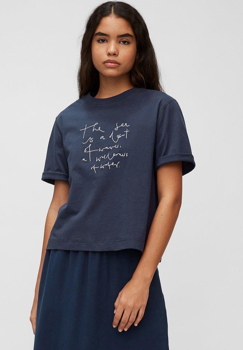 Marc O'Polo DENIM - Print T-shirt - dress blue