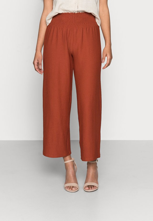 PCCURLI CROPPED - Trousers - burnt henna