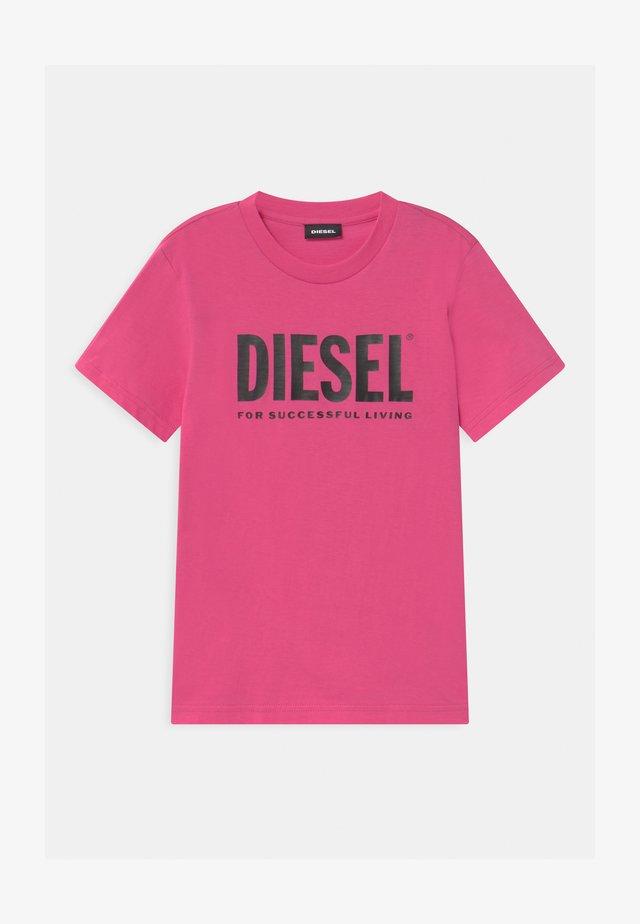 JUSTLOGO MAGLIETTA - Print T-shirt - deep rose