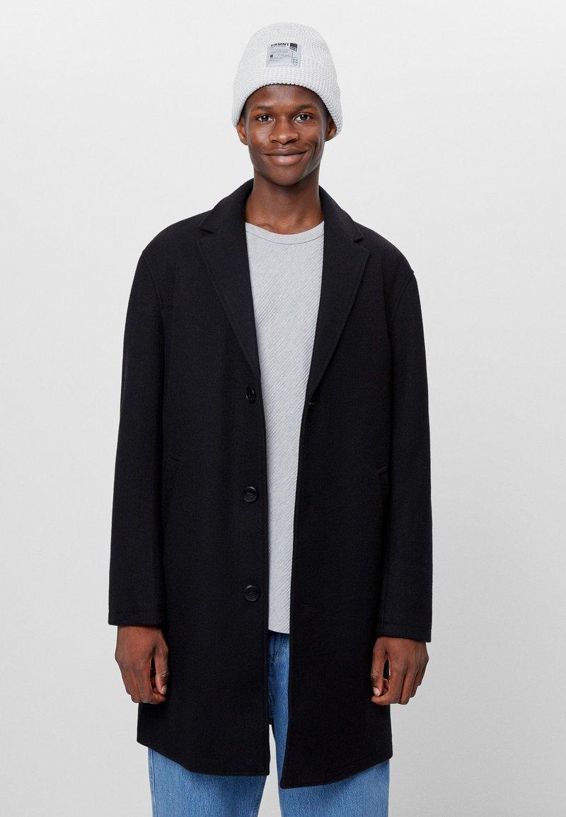 Bershka - Zimní kabát - black