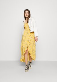 Hollister Co. - HI-LOW SMOCKED MIDI DRESS - Maxi dress - yellow - 1
