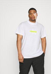 Calvin Klein Jeans Plus - CENSORED TEE - Print T-shirt - bright white - 0