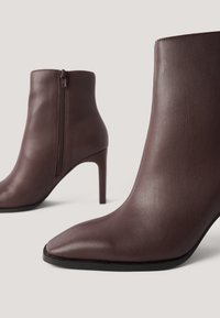 NA-KD - Classic ankle boots - chocolate - 3