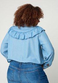 Zizzi - MIT RÜSCHEN - Button-down blouse - light blue - 2