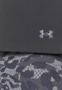 Under Armour - ISO CHILL RUN  - T-shirts med print - jet gray - 4