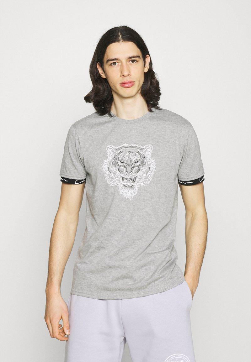 CLOSURE London - HIDDEN LOGOBAND FURY TEE - T-shirt print - grey