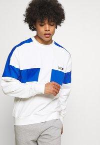Nike Sportswear - REISSUE FAIRLEAD CREW - Sudadera - sail/game royal - 3