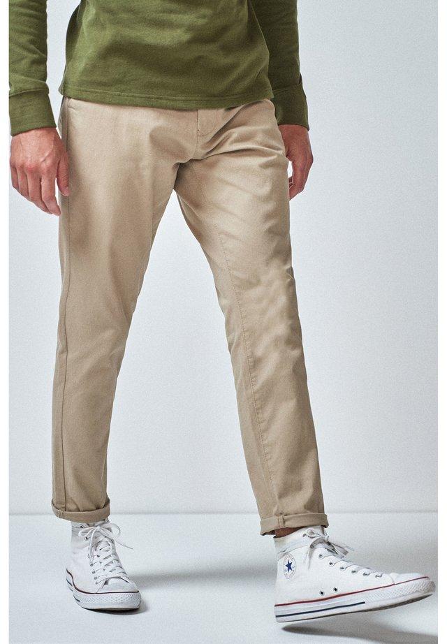 DARK BLUE TAPERED SLIM FIT STRETCH CHINOS - Chino kalhoty - beige