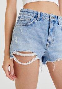 PULL&BEAR - Szorty jeansowe - light blue - 3