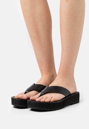 RAINBOW STITCH - Sandály s odděleným palcem - black