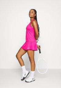 Nike Performance - FLOUNCY SKIRT - Sportovní sukně - vivid pink/white - 1