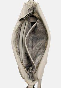 SURI FREY - ROMY BEVVY - Across body bag - ecru - 4