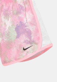 Nike Sportswear - SKYDYE TEMPO  - Shorts - arctic punch - 2