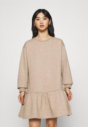 PCCHILLI LS FLOUNCE DRESS - Sukienka letnia - silver mink melange
