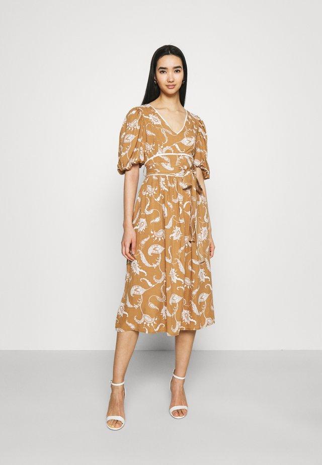 MIDI DRESSES WITH PUFF SLEEVES LOW V-NECK AND TIE BELT - Korte jurk - brown