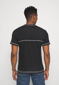 adidas Originals - STITCH - T-shirts print - black - 2