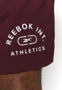 Reebok - GRAPHIC SHORT - Sports shorts - maroon - 5