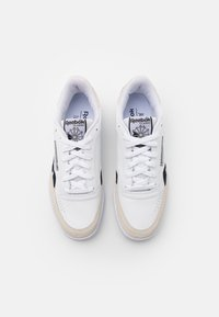 Reebok Classic - CLUB C REVENGE UNISEX - Matalavartiset tennarit - footwear white/core black - 3