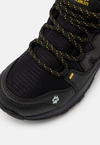 Jack Wolfskin - MTN ATTACK 3 TEXAPORE MID UNISEX - Hiking shoes - black/burly yellow - 5
