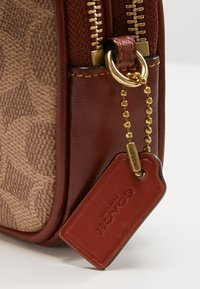 Coach - SIGNATURE CROSSBODY - Across body bag - tan rust - 8