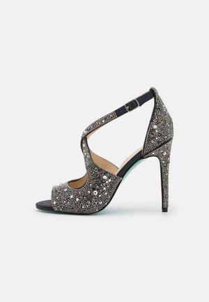 SAGE - Korolliset sandaalit - black