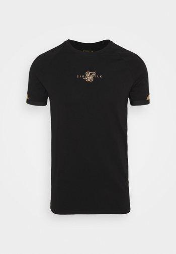 DUAL CUFF TECH TEE - Printtipaita - black/gold