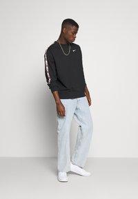 Nike Sportswear - REPEAT CREW  - Mikina - black - 1