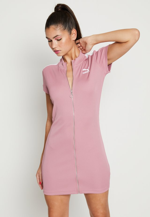 CLASSICS TIGHT DRESS - Day dress - foxglove