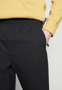 Carhartt WIP - HURST PANT - Tracksuit bottoms - black - 5