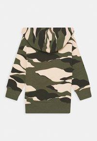 Lindex - MINI MONKEY CAMOUFLAGE - Sweatshirt - dark khaki green - 1