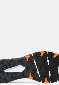 The North Face - VECTIV EXPLORIS FUTURELIGHT - Hikingskor - white - 5