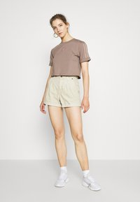 adidas Originals - CROPPED - T-shirts med print - trace brown - 1