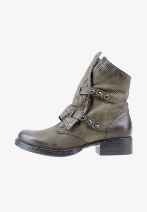 Cowboy/biker ankle boot - safari