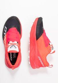 Dynafit - ULTRA 100 - Scarpe da trail running - fluo pink/black - 1