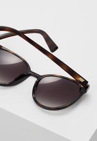 Le Specs - ARMADA - Sluneční brýle - tort - 3