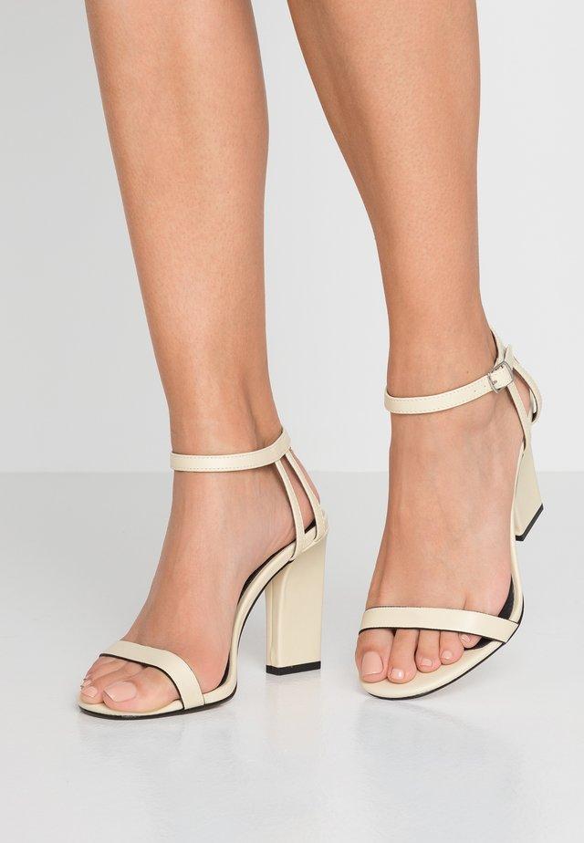 WIDE FIT ROLO 2 PART SKINNY - Sandály na vysokém podpatku - cream