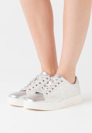 ELEA - Sneaker low - silver/white
