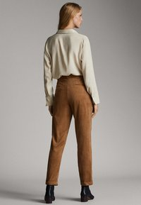 Massimo Dutti - MIT BUNDFALTEN - Trousers - brown - 2